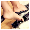 Beautiful blonde's feet playing with shoes – HD 720p clip